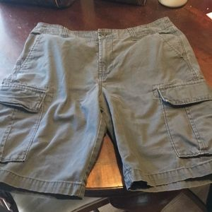 Old Navy cargo shorts size 33 waist EUC